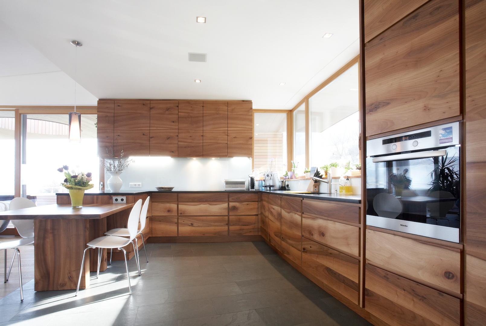 Ein Haus mit viel wildem Holz