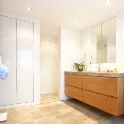massivholzmoebel-badezimmer-haberltueren.jpg