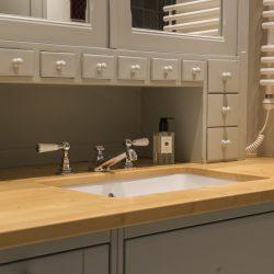 massivholzmoebel-badezimmer-fichte-grau1-haberltueren