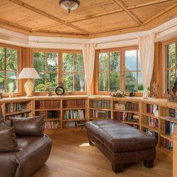 Ein Haus mit alpenländischem Stil