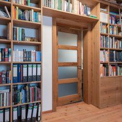 bibliothek-eiche-haberl-massivholztueren.jpf