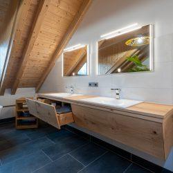 badezimmer-waschtisch-eiche-haberl-massivholztueren.jpg