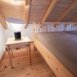 schlafzimmer-zirbe-haberl-massivholztueren.jpg