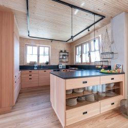 Thoma Haus mit Türen und Möbel aus Vollholz