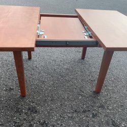 Massivholztisch aus Birnenholz zum Ausziehen