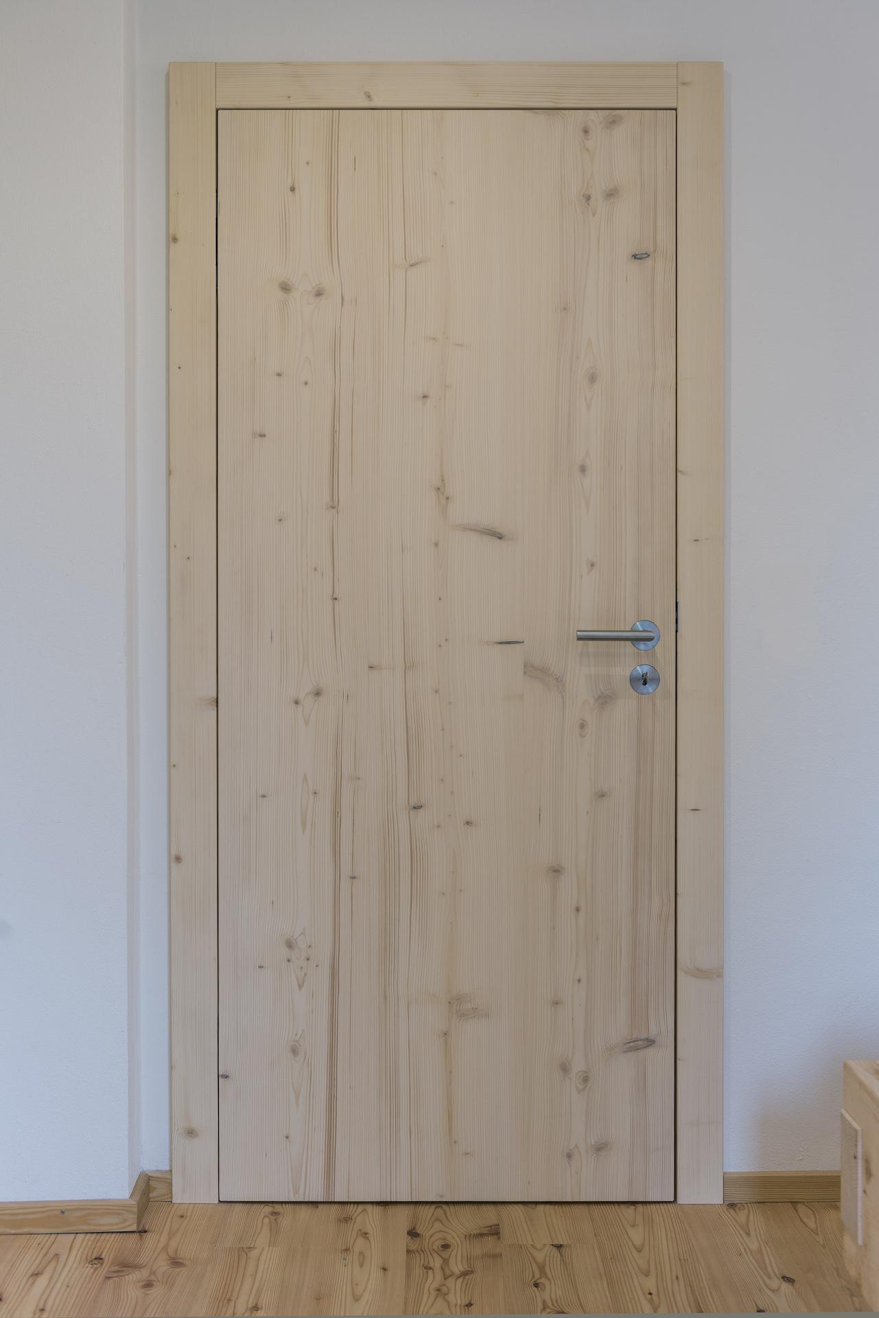Ein Haus aus Nadelholz
