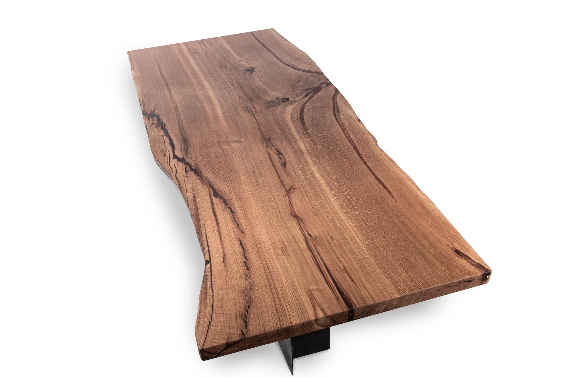 Tisch aus einem Stamm – Eiche mit Waldkante